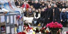 Les Parisiens, invités par la maire à venir nombreux pour cette journée de commémoration dans ce lieu devenu le symbole de la mobilisation, ont peu à peu afflué.