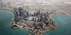 Membre de l'Opep, le Qatar, qui produit quelque 700.000 à 800.000 barils par jour (bj), dispose des troisièmes réserves mondiales de gaz après la Russie et l'Iran