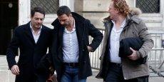 Jérôme Kerviel (au centre) et son avocat David Koubbi (à gauche), lundi, au Palais de justice de Paris.