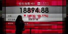 La chute de l'or noir a eu des répercussions sur les places financières. Sur la photo, le 20 janvier à Hong Kong où la Bourse a chuté de près de 4% en raison de la dégringolade du prix du pétrole.