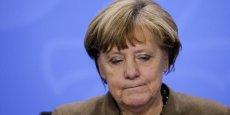 Angela Merkel a décidé l'an dernier de laisser plus d'un million de migrants entrer en Allemagne, suscitant des remous au sein même de sa formation.