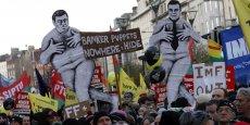 Dans les rues de Dublin, en Irlande, manifestation contre le plan d'austérité du gouvernement et sa demande d'aide auprès de l'UE et du FMI, le 27 novembre 2010.