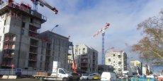 Les constructions battent leur plein rue Lucien Faure, le long des Bassins à flot.