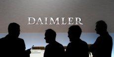 Le groupe Daimler possède 3,1% de Renault-Nissan, ces deux derniers possèdent en retour 1,55% chacun du groupe allemand.