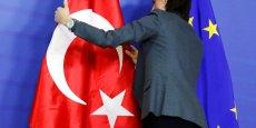 Le commissaire européen à l'élargissement, Johannes Hahn, s'est déclaré extrêmement préoccupé par les derniers développements autour du journal Zaman, qui mettent en danger les progrès de la Turquie dans d'autres domaines.