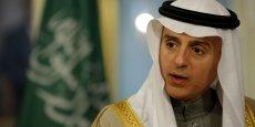 Pour rappel, c'est sous la pression de l'Arabie saoudite, chef de file de l'Opep, que les pays du cartel ont décidé en novembre 2014 de ne pas réduire l'offre pour soutenir les prix. Sur la photo, le ministre des Affaires étrangères saoudien, Adel al-Jubeir, le 8 février, lors d'une rencontre avec John Kerry, le secrétaire d'Etat américain, à Washington.