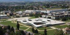 Le Rolex Learning Center, sur le campus d'EPFL, est à la fois un laboratoire d'apprentissage, une bibliothèque, un lieu d'échange et un centre culturel international.
