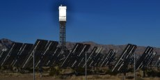 La gigantesque centrale solaire d'Ivanpah dans le désert de Mojave (Californie).