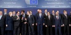 Les 28 chefs d'Etat et de gouvernement de l'Union européenne (ici, rassemblés pour l'ouverture du sommet des 17 et 18 mars, à Bruxelles) doivent désormais se retrouver avec le Premier ministre turc Ahmet Davutoglu pour parapher ensemble l'accord.