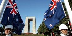 Difficile de différencier le drapeau néo-zélandais (à droite) de celui de son voisin australien.