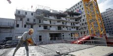 Plus d'un permis de construire sur deux, soit 54.300, a en effet été accordé à des logements collectifs de décembre à février.