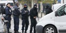 Bernard Cazeneuve n'a pas confirmé que l'opération menée jeudi près de Paris avait un lien avec lcelle de Schaerbeek.