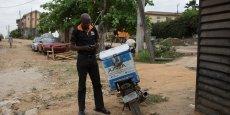Un livreur de Jumia, l'un des sites d'Africa Internet Group, lors d'une course à Lagos.