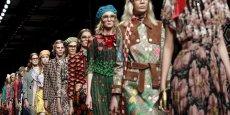 La griffe Gucci présentera désormais les collections hommes et femmes en même temps (Illustration: le défilé Gucci pour la collection printemps-été 2016.)