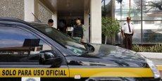 Les voitures de police ont commencé à arriver autour de l'immeuble de Mossack Fonseca dans l'après-midi sous la direction du procureur Javier Caravallo, spécialisé dans la criminalité organisée et le blanchiment d'argent.