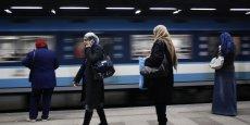 La construction de cette extension du métro cairote permettra de transporter 5 millions de passagers par jour tandis que la ligne couvrira 100 kilomètres.