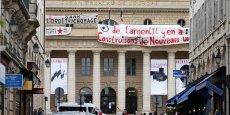 Les intermittents poursuivaient mercredi soir leur mouvement de protestation en occupant des théâtres à Paris et dans plusieurs grandes villes comme à Strasbourg, Bordeaux, Lille, Montpellier, sans perturber forcément des spectacles. Sur la photo, le théâtre de l'Odéon, à Paris, occupé depuis dimanche soir par des intermittents.