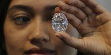 Selon De Beers, la demande mondiale de bijoux en diamants a augmenté de 2% entre 2014 et 2015, avec la plus forte croissance enregistrée aux Etats-Unis et en Chine, tandis qu'elle a baissé en Inde (4%) et dans la région du Golfe (3%).