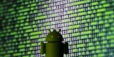 S'il est vrai qu'Android détient un peu moins de 75 % du marché des systèmes d'exploitation sur mobiles, contre 19,5 % pour Apple et 5,5 % pour Windows Phone, leurs business models sont quelque peu différents. Apple a opté pour une intégration verticale entre son logiciel et ses terminaux, alors que Google travaille avec des fabricants indépendants en leur offrant différentes options en ce qui concerne la pré-installation des applications Google.