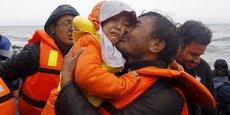 En 2015, 213.000 Afghans sont arrivés en Europe, principalement en Suède et en Allemagne. (Réfugiés afghans arrivant sur l'île de Lesbos, en Grèce, après la traversée de la Méditerranée, le 24 octobre 2015)