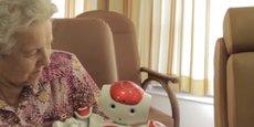 Parmi les robots déjà existants, le robot Noa agrémenté de la solution Zora au service des seniors.