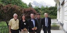 Les lauréats de l'appel à projets, notamment aux côtés d'Eric Fournier (deuxième, en partant de la droite), vice-président délégué à l'Environnement, au développement durable, à l'énergie et aux parcs naturels régionaux.
