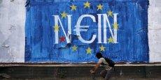 La Grèce et le Royaume-Uni sont les deux pays dans lesquels les sondés se disent les plus favorables à la rétrocession aux gouvernements nationaux de certains pouvoirs actuellement exercés par l'UE. (Photo: un graffiti anti-européen dans les rues Athènes, en juin 2015)