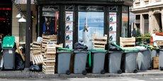 Pour accélérer l'enlèvement des déchets dans les arrondissements en régie publique, la Ville de Paris va faire appel aux entreprises privées qui s'occupent déjà de 10 des 20 arrondissements de la capitale.