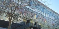 L'établissement de l'université Bordeaux Montaigne se détache.
