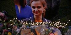 Jo Cox, diplômée de l'université de Cambridge, avait travaillé pendant dix ans pour l'ONG de lutte contre la pauvreté Oxfam avant d'être élue députée en 2015.