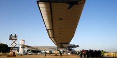 L'aéronef en fibre de carbone est équipé de quatre moteurs à hélice alimentés par 17.000 cellules photovoltaïques réparties sur une envergure supérieure à celle d'un Boeing 747.