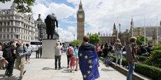 En Angleterre, le « In » de la métropole de Londres avec ses 8 millions d'habitants, 12% de la population, représente 20% du PIB du Royaume uni. Elle s'est exprimée de manière écrasante pour le maintien dans l'Europe. On note les mêmes résultats pour les principales villes telles que Cambridge, Oxford, York, Bristol, Liverpool, Manchester.
