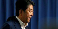 Shinzo Abe a poussé en faveur de la baisse du prix de médicaments onéreux, dont les traitements curatifs contre l'hépatite C, ou encore certains anticancéreux.