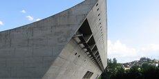 A Firminy,  Le Corbusier a conçu un patrimoine composé d'une unité d'habitation, un stade, une maison de la culture et de l'église Saint-Pierre.