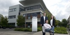Olivier, Laurent (assis) et Caroline de la Clergerie sont à la tête de l'entreprise LDLC.