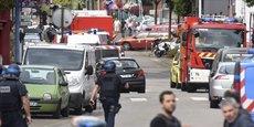 La victime, le père Jacques Hamel, âgé de 86 ans, se trouvait en présence de plusieurs fidèles et religieux lorsque l'attaque s'est produite.