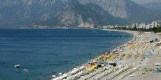 Le tourisme emploie près de 8% des salariés de Turquie et est l'une des sources principales de devises du pays. Sur la photo, Antalya, station balnéaire très populaire au sud de la Turquie en juin 2016.