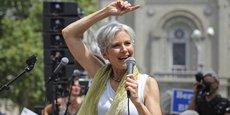 Jill Stein fait un un discours au rassemblement des sympathisants de Bernie Sanders, lors de la deuxième journée de la Convention nationale démocrate.