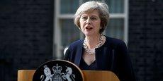 Theresa May, hier 2 août, tenant conférence à la presse devant le 10 Downing street.