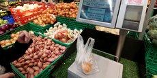Plus de la moitié des consommateurs français achètent leurs fruits et légumes en grande surface.