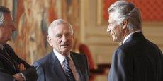 Jérôme Monod en discussion avec Dominique de Villepin, alors Premier ministre de Jacques Chirac.