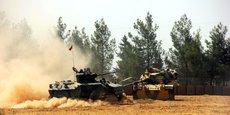Selon des sources militaires, des chars turcs ont pénétré en Syrie dans le cadre d'une offensive en direction de Djarablous, ville frontalière tenue par l'EI.