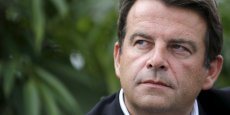 Grand ordonnateur de la primaire de la droite et du centre, le député fait partie comme François Fillon des parlementaires salariant leur épouse, affirme l'hebdomadaire satirique, à paraître mercredi.