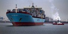 Avec 27 milliards de tonnes de trafic par an, les ports constituent un axe majeur dans le développement économique et socio-territorial. (photo: le 14 avril 2011, le porte-conteneurs Carsten Maersk, premier à faire le voyage depuis le Japon après la catastrophe de Fukushima, attend son diagnostic de radioactivité dans le port de Rotterdam.)