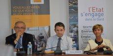 Le secrétaire d'Etat à l'enseignement supérieur et de la recherche, Thierry Mandon, entouré du préfet du Gard Didier Lauga et de la rectrice Armande Le Pellec Muller