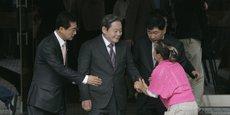 Depuis une crise cardiaque en 2014, le patriarche Lee Kun-Hee (au centre sur la photo) est alité. J.Y. Lee, son fils, est largement considéré comme son héritier probable. J.Y. Lee vient d'être nommé au conseil d'administration de Samsung Electronics.