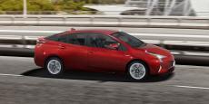 C'est la quatrième génération de Prius. Elle sera bientôt rejointe par la deuxième génération de Prius hybride rechargeable.