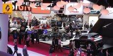 Les allées du Mondial de l'automobile où les marques se dépensent sans compter pour se distinguer de leurs concurrentes.