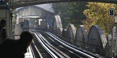 Imiter le Night Tube de Londres, avec une ouverture en continu de toutes les lignes de métro les week-ends, coûterait 100 millions d'euros ou plus par an.