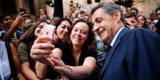 Séance de selfie avec les sympathisants pour Nicolas Sarkozy.